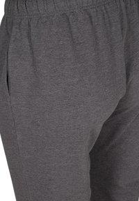 Active by Zizzi - Tracksuit bottoms - dark grey melange - 4