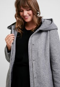 Vero Moda Curve - VMVERODONA - Short coat - light grey melange - 3