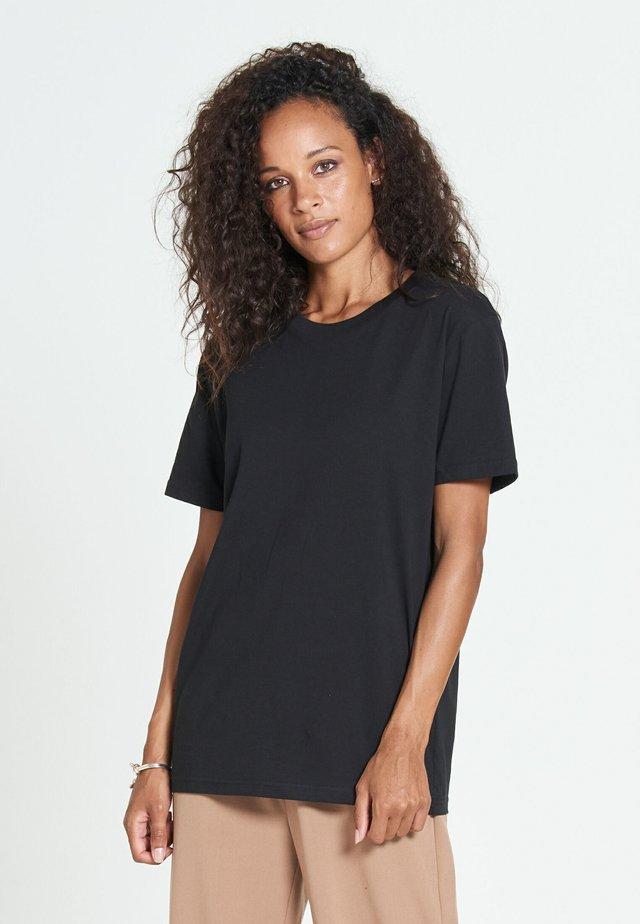 NEW STANDARD - Basic T-shirt - black