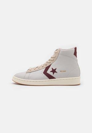 PRO LEATHER UNISEX - Sneakers alte - white/deep bordaeux/string
