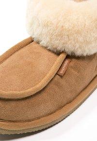 Shepherd - LENA - Slippers - chestnut - 6