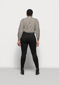 Pieces Curve - PCHIGHFIVE FLEX - Jeans Skinny Fit - black - 2