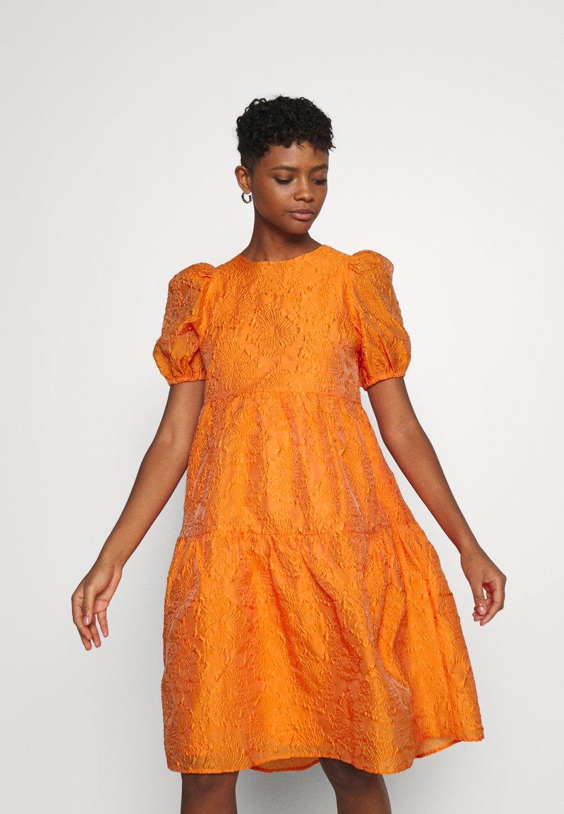 YAS - YASSOLERO HI LOW DRESS - Vardagsklänning - orange peel