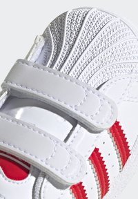 adidas Originals - SUPERSTAR SHOES - Sneakers laag - ftwr white/vivid red - 7