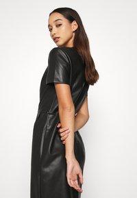 ONLY - ONLURSA DIONNE DRESS - Denní šaty - black - 3