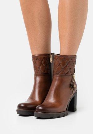 BY GUIDO MARIA KRETSCHMER - High heeled ankle boots - cognac/gold