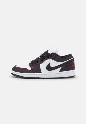 AIR 1 LOW SE - Joggesko - white/black/gym red