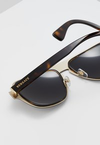 Versace - Sluneční brýle - dark havana - 4