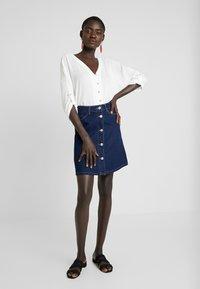 Noisy May Tall - NMSUNNY ORGANIC SKIRT  - Spódnica trapezowa - dark blue denim - 1