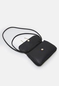 Red V - SHOULDER BAG - Handbag - nero - 4