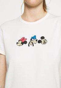 Levi's® - DISNEY MICKEY AND FRIENDS - Print T-shirt - marshmallow - 5