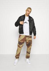 STAPLE PIGEON - UNISEX GARMENT - Pantalon de survêtement - beige - 1