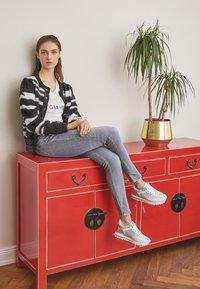Liu Jo Jeans - Joggesko - white/silver - 2