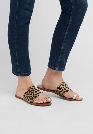 BONE/ROSE GOLD REGULAR/WIDE FIT TOE LOOP MULES - Sandals - multi-coloured