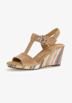 Wedge sandals - caramel