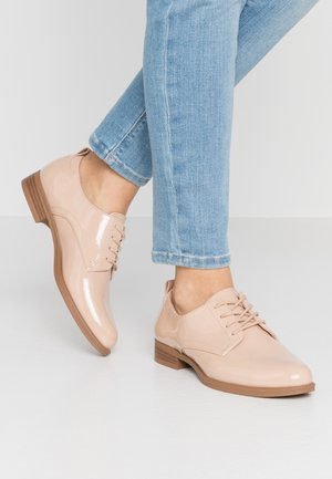 VMANNELI SHOE - Derbies - nude