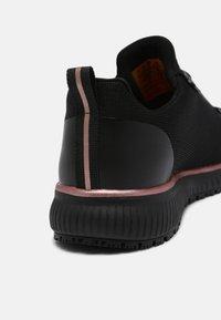 Skechers Sport - SQUAD  - Sneakers laag - black/rose gold - 7