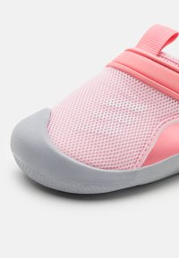 adidas Performance - ALTAVENTURE UNISEX - Sandály do bazénu - clear pink/footwear white/super pop - 5