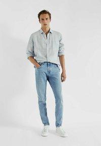 Massimo Dutti - MIT STRUKTURMUSTER - Slim fit jeans - blue/black denim - 1