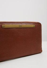 Fossil - LIZA - Wallet - brown - 2