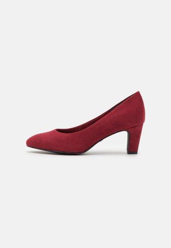 Classic heels - dark scarlet
