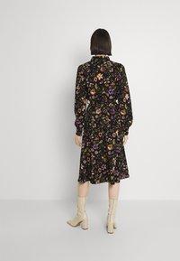 Pieces - PCFALISHI MIDI SHIRT DRESS - Skjortklänning - black - 2