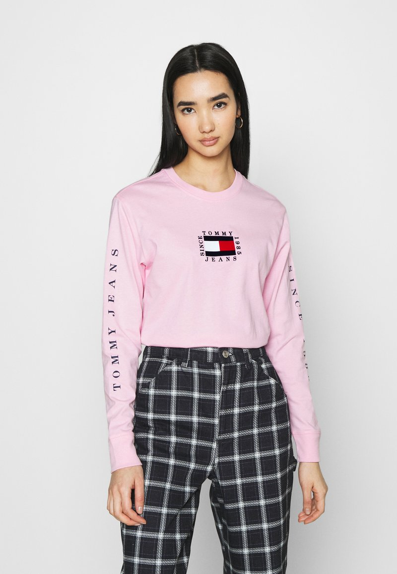 Tommy Jeans - FLAG LONGSLEEVE - Long sleeved top - romantic pink