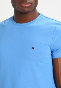 Tommy Hilfiger - STRETCH SLIM FIT TEE - T-shirt basic - regatta - 4