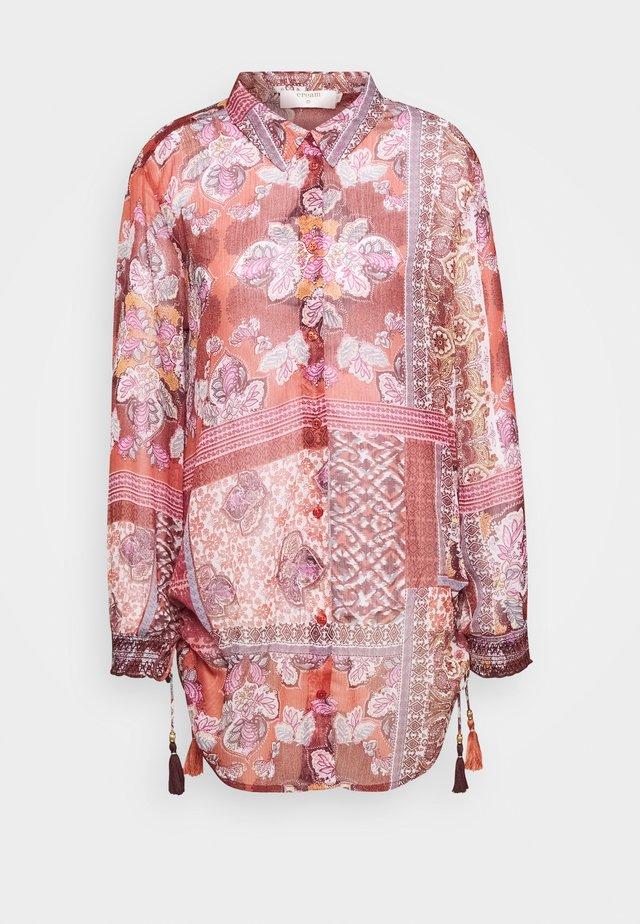 GUSTA - Camisa - etruscan red