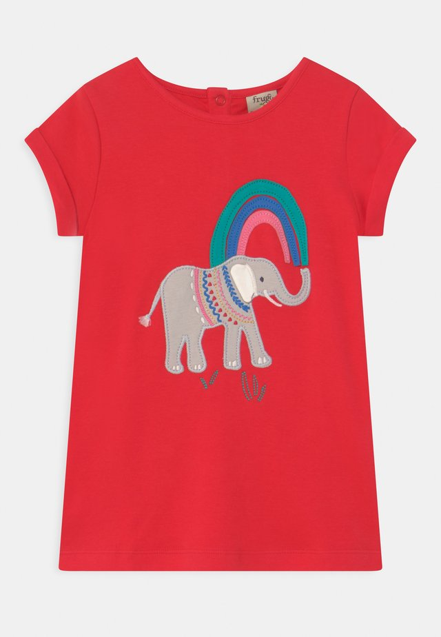 SOPHIE APPLIQUE ELEPHANT - T-shirt print - true red/elephant