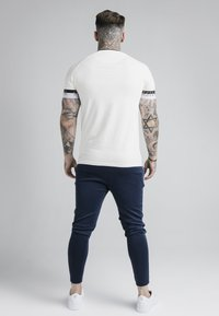 SIKSILK - DELUXE RINGER TECH TEE - T-Shirt basic - off white - 2