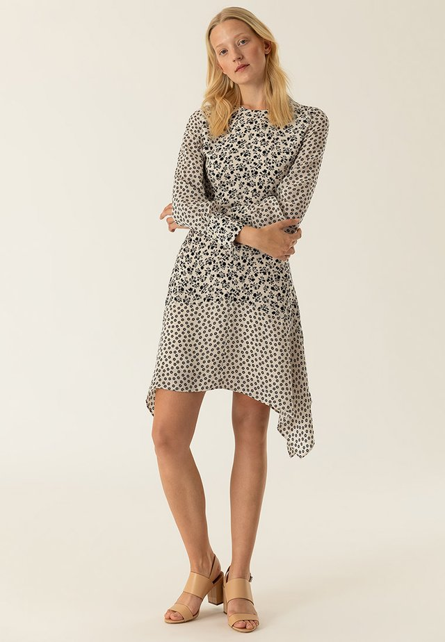 MIT BLUMENPRINT - Day dress - vanilla