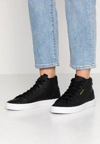 adidas Originals - SLEEK MID - Sneakers alte - core black/crystal white - 0
