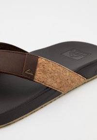 Reef - CUSHION BOUNCE PHANTOM - T-bar sandals - brown - 5