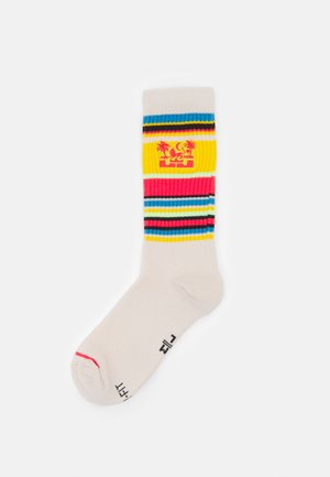 CREW - Sports socks - white/fusion red