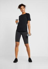 Hummel - SEAMLESS CYCLING - Sports shorts - black melange - 1