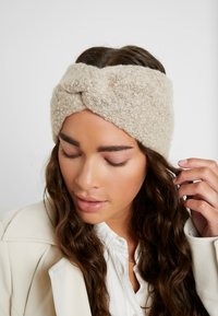 Pieces - PCPYRON HEADBAND - Ear warmers - white pepper - 1