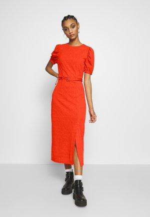 BELTED MIDI DRESS - Vestido ligero - orange