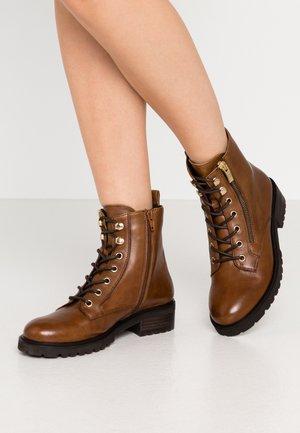 ULOF - Šněrovací kotníkové boty - cognac