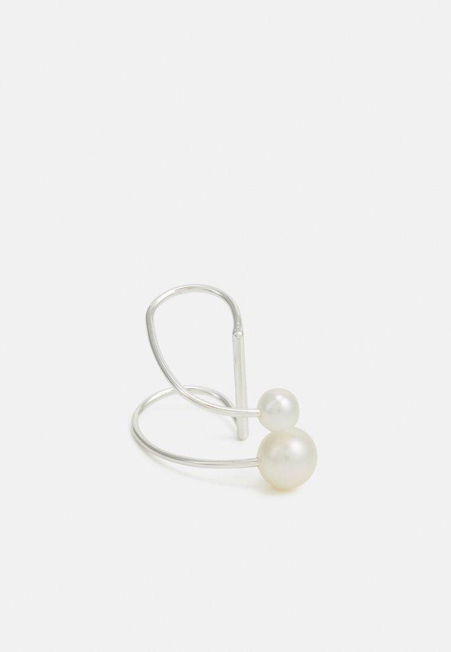 IRIS EARCLIP LARGE - Boucles d'oreilles - silver