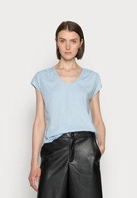 Marc O'Polo - SHORT-SLEEVE DEEP ROUND-NECK - Basic T-shirt - sunny sky - 0