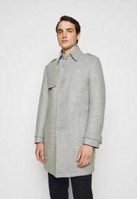 DRYKORN - SKOPJE - Krátký kabát - light grey - 0