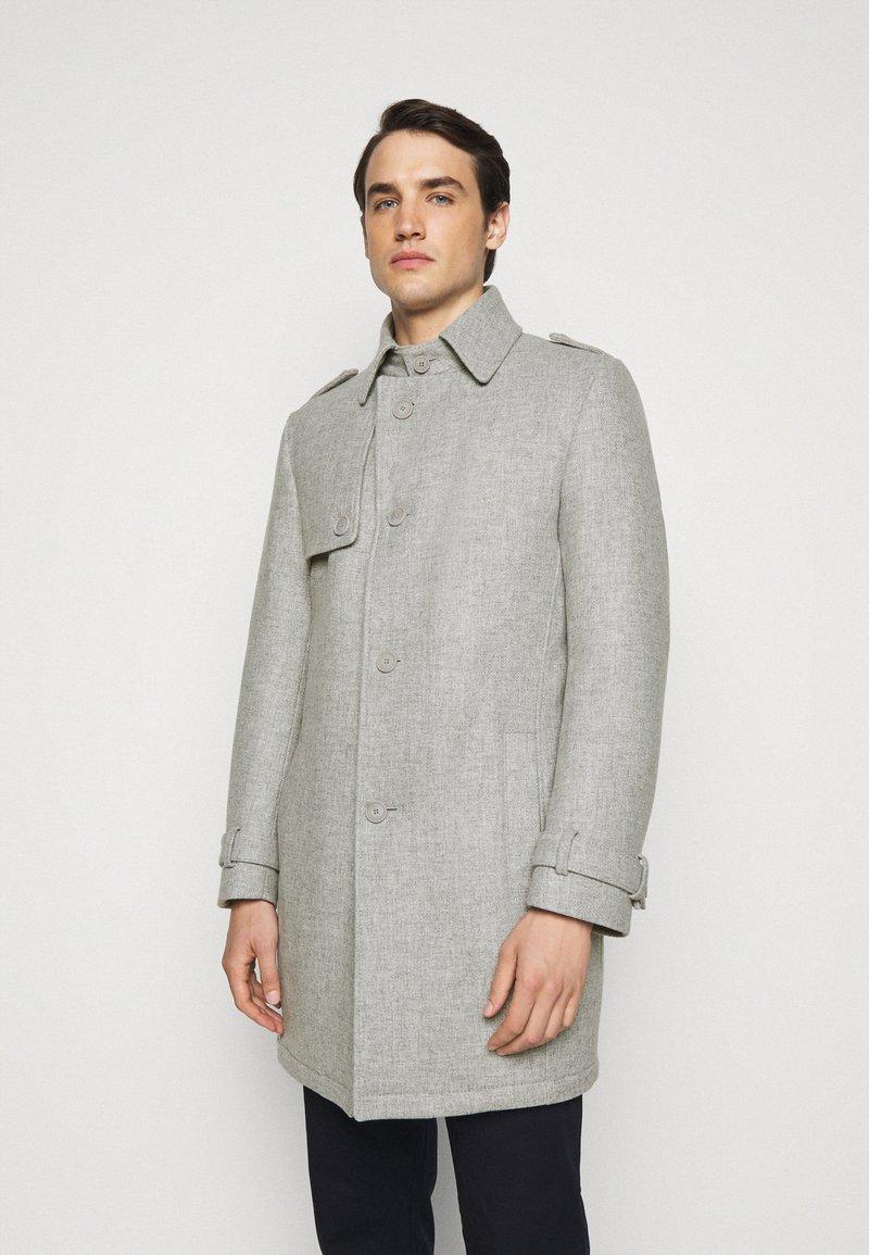 DRYKORN - SKOPJE - Krátký kabát - light grey