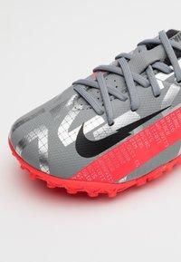 Nike Performance - MERCURIAL JR VAPOR 13 ACADEMY TF UNISEX - Astro turf trainers - metallic bomber grey/black/particle grey - 5