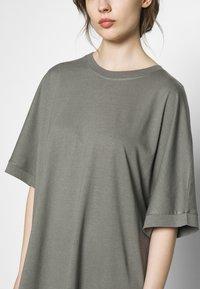 CALANDO - T-SHIRT DRESS - Jersey dress - moon mist - 4