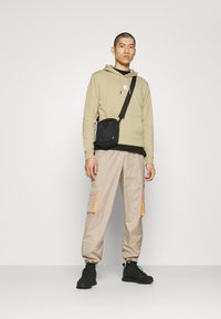 The North Face - GRAPHIC HOOD - Kapuzenpullover - twill beige - 1