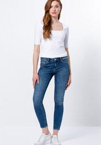 zero - Basic T-shirt - white - 3