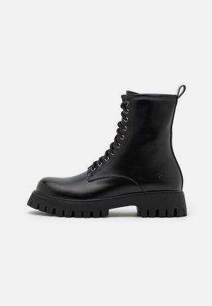 MANIA - Veterboots - black