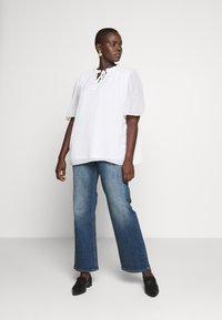 JUNAROSE - by VERO MODA - JULIVA - Straight leg jeans - medium blue denim - 1