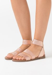 Dorothy Perkins - COMFORT FONNY ELASTIC FOOTBED - Sandalias - rose gold - 0